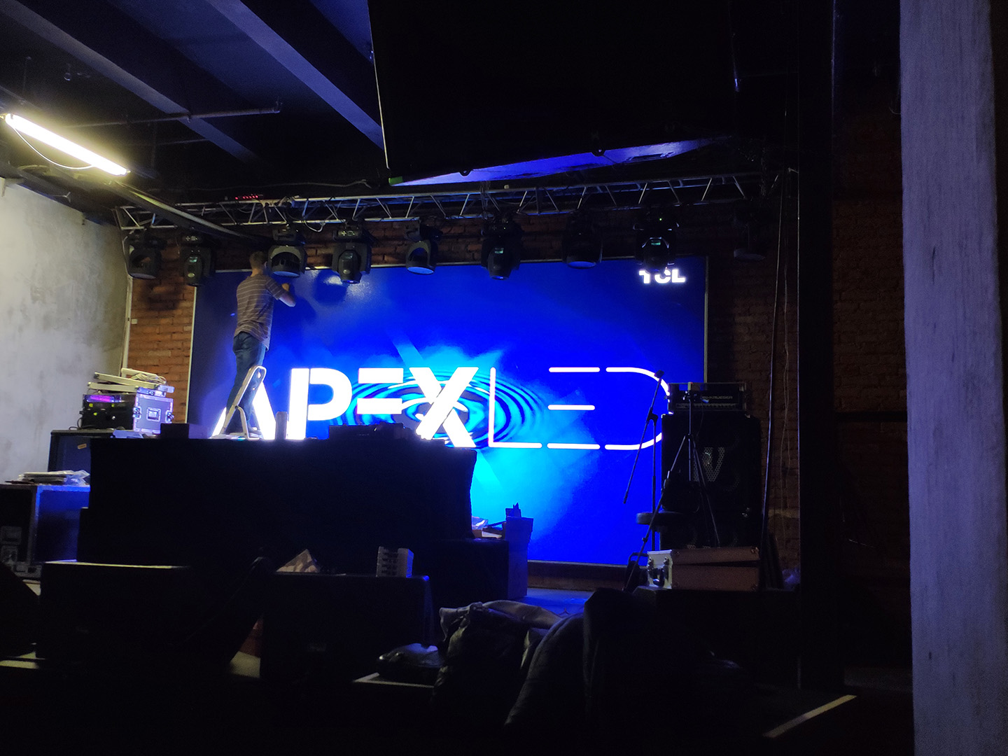 APEX-LED:  BX-YQ3AE + BX-V75 16 шт, 1200х640px